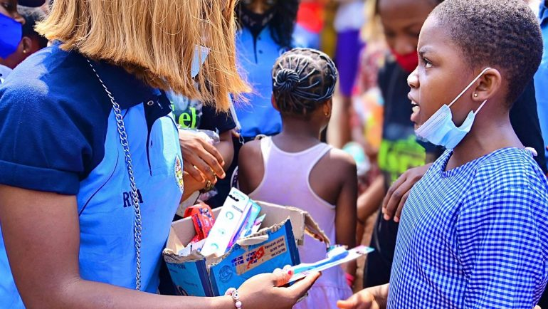 RYSA2020 trainees donate facemasks, clothes and food